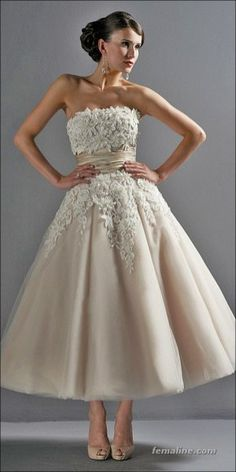 Vintage Wedding Dresses - Tea length wedding dresses in vogue for a long time. Owners of these outfits look stylish and romantic. Take a look on our tea length gowns collection! Wedding Dress Tea Length, Wedding Robe, Tea Length Dresses, Wedding Attire, Wedding Gowns, Lace Wedding, Wedding Vintage, Trendy Wedding, Cocktail Wedding Dress