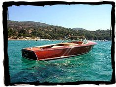 Boat Plans 76279787422648391 - RIVA boats – this looks like a early Riva. My MOST favorite classic boat! Source by lindapiantoni Wooden Speed Boats, Wood Boats, Plywood Boat Plans, Wooden Boat Plans, Riva Boat, Flat Bottom Boats, Chris Craft Boats, Classic Wooden Boats, Classic Boat