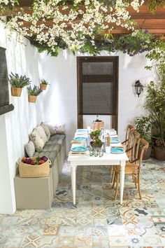 metallic home decor Outdoor Rooms, Outdoor Living, Outdoor Decor, Spanish Style Homes, Home And Living, Ideal Home, Sweet Home, House Design, Patio Design