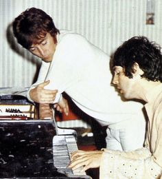 #TheBeatles - #JohnLennon #PaulMcCartney