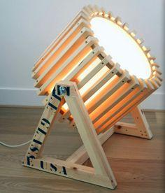 Reflector de madera reciclada Más
