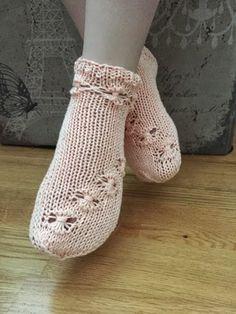 "Pitsisukat juhliin ""Flowers in a row"" menetelmällä. Lace Socks, The Row, Slippers, Knitting, Pattern, Knits, Shoes, Image, Fashion"