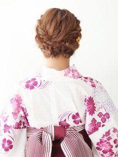ロング・ミディアム・ショートに似合う、浴衣ヘアアレンジ&髪型をご紹介!浴衣の柄や雰囲気にあわせて、ヘアスタイルもグレードアップ。簡単なのにおしゃれに見える髪型で、浴衣美人を目指しましょう。(50ページ目) Bell Sleeves, Bell Sleeve Top, Bad Hair Day, Yukata, Hair Beauty, Ruffle Blouse, Hair Styles, Women, Fashion