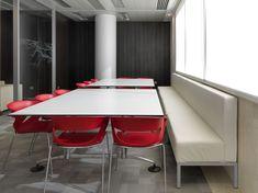 Cada elemento arquitectónico y decorativo forma parte de la imagen corporativa de tu empresa. Asset Management, Conference Room, Table, Furniture, Home Decor, Shape, Offices, Parts Of The Mass, Interiors