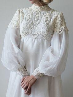 Prom Dresses Long With Sleeves, Wedding Dress Sleeves, White Wedding Dresses, Bridal Dresses, Dress Pesta, Muslim Women Fashion, Muslim Dress, Dress Sketches, Vogue Sewing Patterns