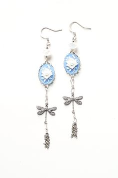 Hypoallergenic Vintage Style Sterling Silver Dragonfly Chandelier Earrings @iludesigns #cute #fashionista #earringsoftheday #instagood #blogger #earringstagram #clipons #nickelfree #hypoallergenic #vintagelover #jewelryrefill #gorgeous #girl #handmade #supportsmallbusiness #paris #fleurdelis #jewellery #bespoke #feminine #fantasy #whimsical #bridal #vintagestyle