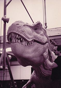 How We Made The Iconic T-Rex of Jurassic Park – Film School Rejects T Rex Jurassic Park, Jurassic Park Trilogy, Jurassic Park World, Big Lizard, The Lost World, Famous Monsters, Steven Spielberg, Stop Motion, Sculpture