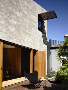 East West House Hides a Secret Behind Its Victorian Facade… Brick Architecture, Architecture Awards, Victorian Architecture, Architecture Details, Interior Architecture, Gaudi, Light Brick, Recycled Brick, Brickwork