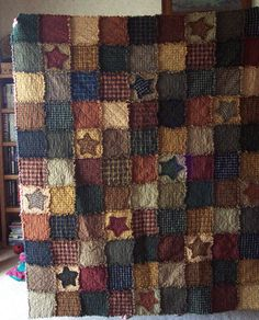 Star Rag Quilt - a version for the girls but brighter colors and maybe more random patchwork shapes? Primitive Quilts, Primitive Crafts, Primitive Colors, Rustic Quilts, Colchas Country, Country Quilts, Patchwork Quilting, Star Quilts, Quilt Blocks