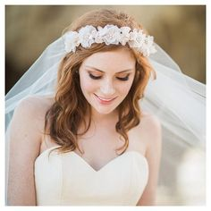This lovely flower crown and veil combo is the cherry on top of any bridal look. So beautiful! Xoxo @weddingchicks #accessories #halo #delicate #wedding #bride #instafollow
