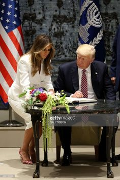 US President Donald Trump watches as First Lady Melania Trump signs the guest book at the Israeli President's Residence in Jerusalem on May 22, 2017. /