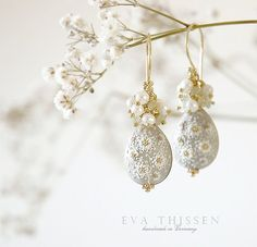 RESERVED for Erin Zhai. INNOCENT beautiful bridal earrings in soft grey