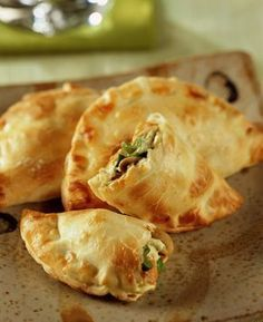 Empanadas Recipe - Useful Articles Dim Sum, Quesadillas, Food In Latin, Mexican Food Recipes, Asian Recipes, Spanish Recipes, Traditional Mexican Dishes, Empanadas Recipe, Tacos