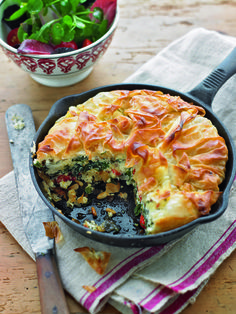 One-pan feta filo tart recipe. This feta filo tart is the perfect midweek meal for all the family. Boost your One Pan-Feta Filo Tart with 7 g of fibre, when you mix ¼ cup of ground All-Bran Buds™ cereal, and mix it with ¼ cup of warm water. Let it sit Pastry Recipes, Tart Recipes, Greek Recipes, Veggie Recipes, Vegetarian Recipes, Cooking Recipes, Healthy Recipes, Cuban Recipes, Cheese Recipes