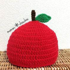 必ず購入前にコメントください*可愛らしいとっても目立つ帽子です☆厚めの仕上がりですので丈夫で温かいです☆お子様の頭のサイズをご確認いただいてからのご注文よろしくお願いします☆サイズM: 48〜52㎝ Knitted Hats, Crochet Hats, Japanese Nail Art, Sweater Fashion, Creema, Beanie, Knitting, Baby, Handmade