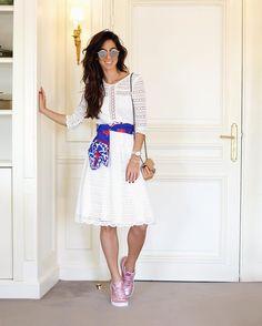 Perfect Match Vestido de renda monocromático sneaker rosa metalizado @olympikus para @carolbassibrand como truque de styling em ponto de luz e cor por minha Fhits influencer carioca @luizabsobral #FhitsTeam #OutubroRosa #OlympikusParaCarolBassi