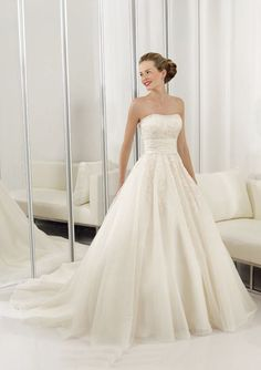 Ball-Gown Strapless Chapel Train Satin Tulle Wedding Dresses with Ruffle Lace