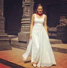 ( Quality gauranted ) For order&more info do Whatsapp : '… – Bikini Gym Models Indian Bridal Fashion, Indian Wedding Outfits, Indian Outfits, Indian Gowns Dresses, Pakistani Dresses, Stylish Dresses, Fashion Dresses, Stylish Dress Book, Kurti Designs Party Wear