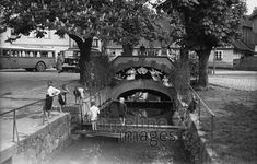 Bach in Albendorf, ca. 1930 Joachim Krack/Timeline Images #30er #30s #blackandwhitefotography #nostalgie #nostalgic #historisch #historical #vintage #retro #brücke #bridge #poland #polen #children #kinder #spielen #bach #stream #village #dorf #pilgrimagedestination #wallfahrtsort Retro, Vintage, Children Play, Pilgrims, Nostalgia, Places, Viajes, Vintage Comics, Retro Illustration
