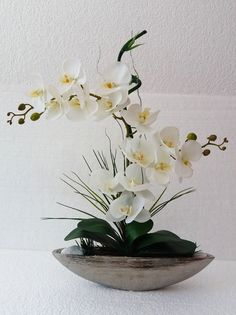 Wonderful arrangement of white orchids in real touch silicone so perfect … – Flowers Desing Ideas Contemporary Flower Arrangements, Tropical Flower Arrangements, Ikebana Flower Arrangement, Ikebana Arrangements, Beautiful Flower Arrangements, Tropical Flowers, Beautiful Flowers, Nylon Flowers, Faux Flowers