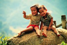 Mesmerising beauty of Vietnam on Bored Panda Kids Photography Boys, Couple Photography Poses, We Are The World, People Of The World, Beautiful Children, Beautiful Babies, Vietnam, Friendship Photography, Village Photography