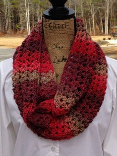 crochet scarf design Sunset Scarf - A Fun Crochet Scarf Pattern! - Are you looking for a fun and quick scarf pattern? Sunset scarf is elegant with the right kind of yarn and will easily dress up your casual evening! Crochet Scarves, Crochet Shawl, Crochet Clothes, Crochet Hooks, Knit Crochet, Crocheted Scarf, Crochet Stitches, Crochet Scarf Easy, Knooking