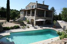 Gîte Le Bel Endroit Saint-Brès Located in Saint-André-de-Cruzières, this holiday home features a garden with an outdoor pool and a barbecue. The property is 37 km from Uzès and free private parking is provided. Free WiFi is featured throughout the property.