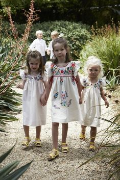 Spanish wedding, flower girls