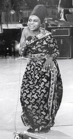 Makeba Miriam Mama Africa | CANTANTE MIRIAM MAKEBA MUERE TRAS CONCIERTO EN ITALIA