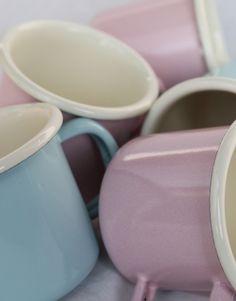 Schattige emaille mokjes in een mini/espresso formaat in blauw en roze