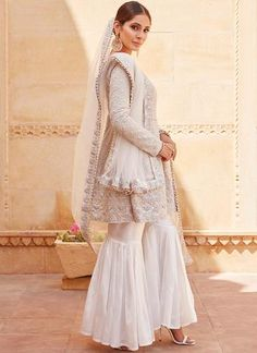 At Lashkaraa you get an extraordinary collection of couture suits, embroidery sarees and tailored suits at discount prices. Nikkah Dress, Pakistani Bridal Dresses, Indian Dresses, Indian Outfits, Indian Clothes Online, Indian Designer Suits, Indian Party Wear, Desi Wear, Desi Clothes