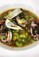 El restaurante TriCiclo te ofrece una variada carta que se divide en, Del Mercado al TriCiclo, Un Paseo en TriCiclo y Un Viaje en TriCiclo.