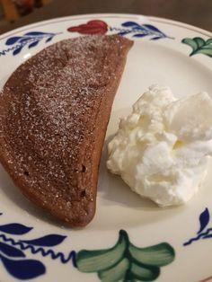 Heerlijk chocolade broodje met geklopte room – De man kookt