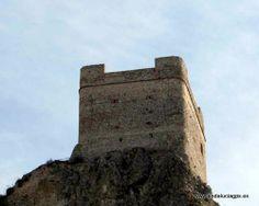 """#Cádiz - Zahara de la Sierra - Torre del Homenaje - 36º 50' 18"""" -5º 23' 27"""" / 36.838333, -5.390833  Foto de @trotamundis. Del conjunto defensivo originario, lo que hoy llama más la atención, por ser lo único conservado, es la Torre del Homenaje, situada en el punto neurálgido del castillo y en su cota más alta – a 605 m. sobre el nivel del mar."""