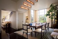 Gibbons and Honnold incorporated lighting into the dining room's stepped ceiling. Smith anchored the room with an English Déco carpet from Keshishian.