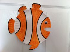 Finding Nemo Paper Plate Fish, Paper Plate Crafts, Paper Plates, Black Wainscoting, Wainscoting Kitchen, Summer Crafts, Crafts For Kids, Arts And Crafts, Bathroom Pictures