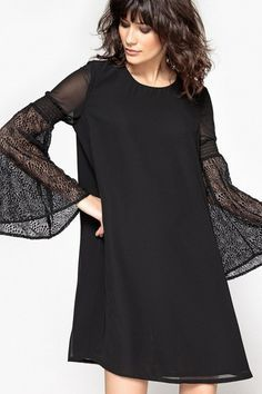 Des robes de soirée pas chères et incroyablement stylées : Une courte robe droite à manches longues élégante et féminine. Robe à manches fantaisie transparentes - La Redoute / / / #laredoute #robe #dentelle #noire #prn #manches #soiree #look #fete #noel #aufeminin #Marmiton #ElleHabiteLa