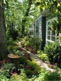 15 Beautiful Small Cottage Garden Design Ideas For Backyard Inspiration – GooDSGN Cottage Garden Design, Small Garden Design, Magic Garden, Garden Paths, Amazing Gardens, Beautiful Gardens, Style Cottage, Front Yard Design, Design Jardin