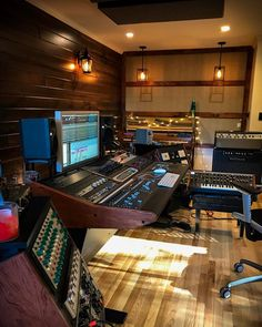 Lake Jordan Sound the Music Studio with seasoned musicians including Grammy winning drummer, bassist, guitarist & vocals. Audio Studio, Music Studio Room, Studio Desk, Sound Studio, Studio Musica, Home Music, Dj Music, Recording Studio Setup, Radios