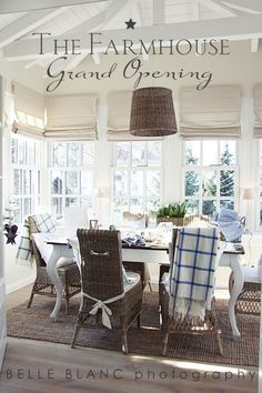 Farmhouse Dining Room Window Treatments Light Fixtures Ideas For 2019 Style At Home, Sweet Home, Farmhouse Light Fixtures, Kitchen Window Treatments, Porche, Farmhouse Windows, Home And Deco, Farmhouse Chic, The Ranch