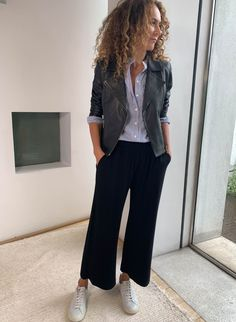 Cropped Trousers Outfit, Wide Pants Outfit, Wide Trousers, Parisian Chic Style, Casual Chic Style, Simple Style, Uk Street Style, Palazzo Trousers, Casual Outfits