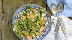 Verkkomeloni-roquefortsalaatti