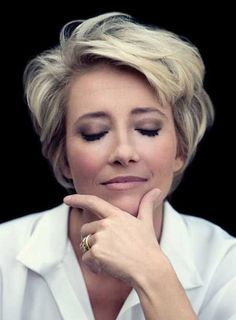 Best Short Haircuts for Women 2014 – Latest Bob HairStyles. This Emma Thompson and she looks beautiful! Modern Short Hairstyles, Mom Hairstyles, Best Short Haircuts, Popular Haircuts, Short Hair Styles, Everyday Hairstyles, Layered Haircuts, Hairstyle Ideas, Celebrity Hairstyles