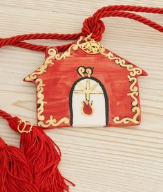Beautiful hand-painted ceramic lucky-charm with gold details. It can be used as a door or wall hanging. The perfect gift for a new home or any other occasion. Christmas Crafts, Christmas Ornaments, Lucky Charm, Hand Painted Ceramics, Beautiful Hands, Charms, Holiday Decor, Wall, Gifts