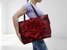 """Купить Кожаная сумка-цветок """"Поместится всё"""" - бордовый, подарок на день рождения, сумка с декором"""