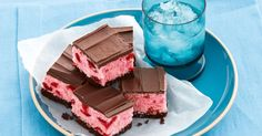 No-Bake Choc-Cherry Slice - This no-bake classic slice will be test of your cooking skills but a big test of your willpower Easy No Bake Desserts, Dessert Recipes, Xmas Recipes, Sweet Recipes, Camping Desserts, Dessert Ideas, Cherry Ripe Slice, Cherry Bars, Peppermint Slice