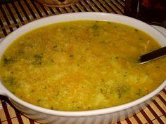 Mrkev, petržel a cibuli nastrouháme na jemno. V hrnci rozpustíme máslo a nastrouhanou zeleninu krátce orestujeme, zalijeme horkou vodou, přidáme...