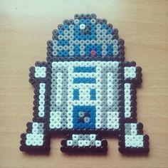 R2D2 Star Wars perler beads by yaredbluewind