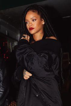 Rihanna at nightclub in NYC. Mode Rihanna, Rihanna Riri, Rihanna Style, Saint Michael, Black Is Beautiful, Beautiful People, Afro Hair Style, Rihanna Looks, Rihanna Outfits