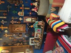 Mexican Style Living Room Beautiful Holy Amazing Alter Cross Blue Wall In Living Room Living Room Paint, Living Room Decor, Mexican Living Rooms, Mexican Style Decor, Mexican Wall Art, Video Vintage, Diy Home Decor Rustic, Home Altar, Mexico Style